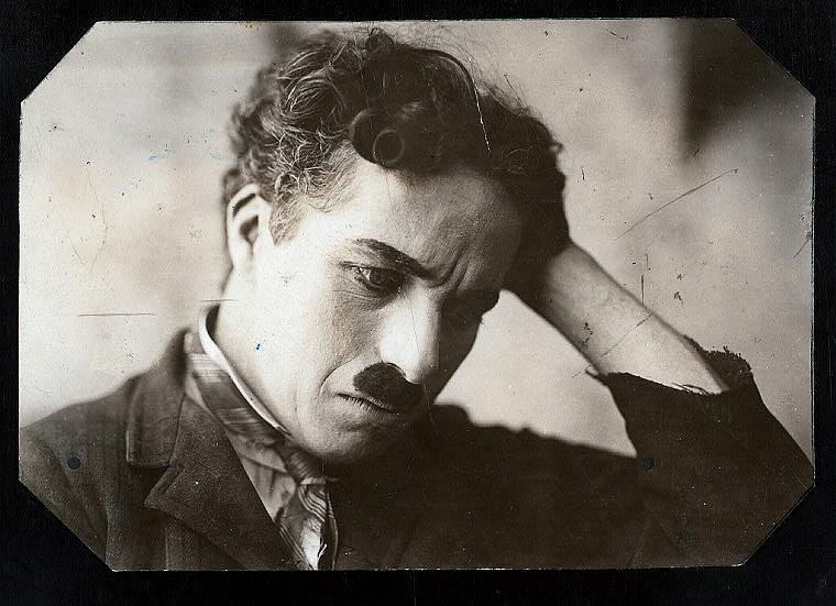 <p>Снимка на Чарли Чаплин (Charles Chaplin) дигитализирана през 2014 г.</p>